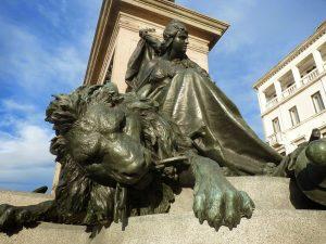statue-935860_1920