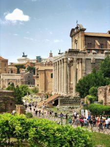 Inside the Roman Forum through the Via Sacra